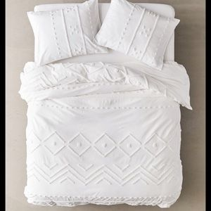 Urban outfitters Bomi Tufted Duvet Cover Twin XL